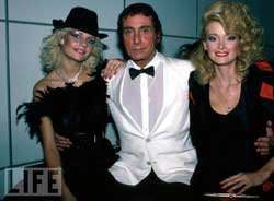 Bob Guccione with 2 girls in the 80'ties